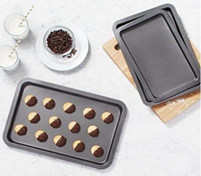 Amazon Basics 3-Piece Baking Sheet Set